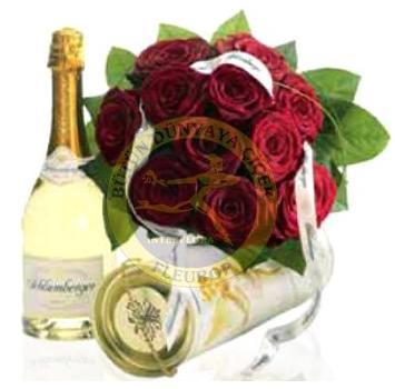 Şarap ve kırmızı güllerle hazırlanmış özel tasarım