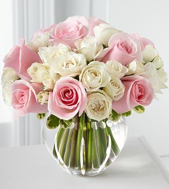 19 adet pembe ve beyaz güllerden hazırlanmış aranjman