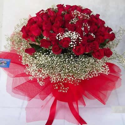 101 adet kırmızı güllerden hazırlanmış özel tasarım buket