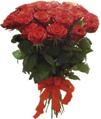 Kırmızı güllerden  hazırlanmış buket