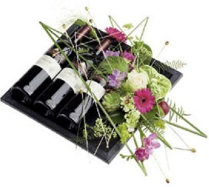 Mevsim çiçekleri ve şaraplı aranjman
