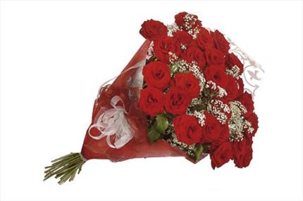 Kırmızı güllerle hazırlanmış buket