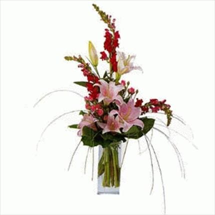 Renkli çiçeklerden mevsim aranjmanı