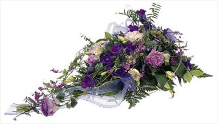 Cenaze için taze çiçeklerden aranjman