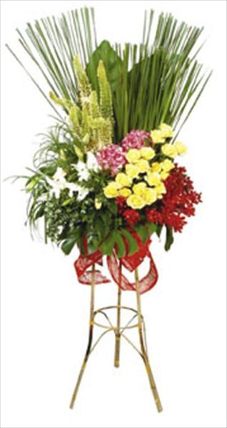 Mevsim çiçeklerinden ayaklı ferforje aranjman