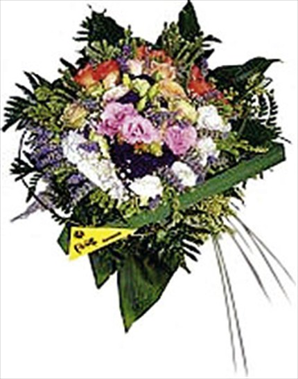 Mevsim çiçeklerinden hazırlanmış buket