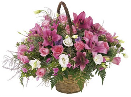 Kulplu sepet içerisinde mevsim aranjmanı
