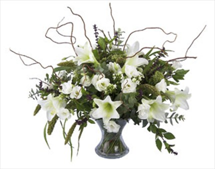 Beyaz çiçeklerden aranjman