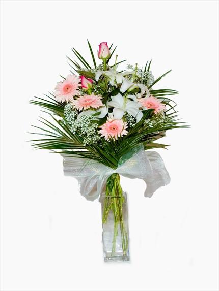 Pempe güller ve mevsim çiçeklerinden aranjman