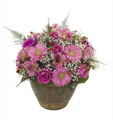 Pembe çiçeklerden aranjman