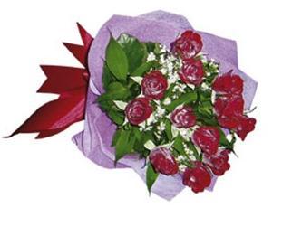 12 adet kırmızı güllerden hazırlanmış buket