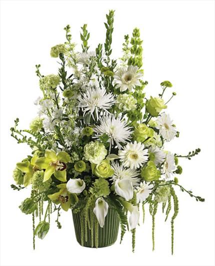 Mevsim çiçeklerinden hazırlanmış şık tasarım