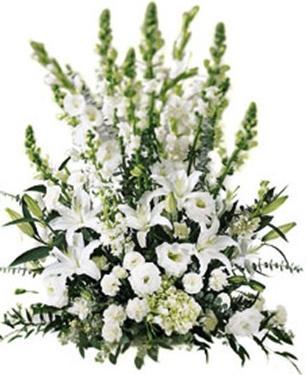Beyaz mevsim çiçeklerinden hazırlanmış taziye aranjmanı