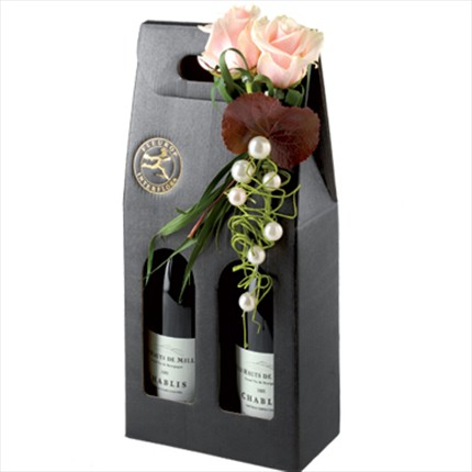 2 adet şarap ve güllerle hazırlanmış özel aranjman