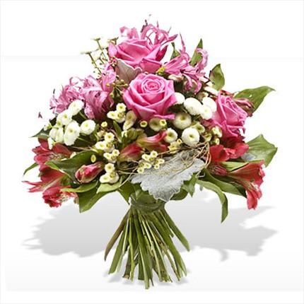 Güllerden ve mevsim çiçeklerinden hazırlanmış özel tasarım