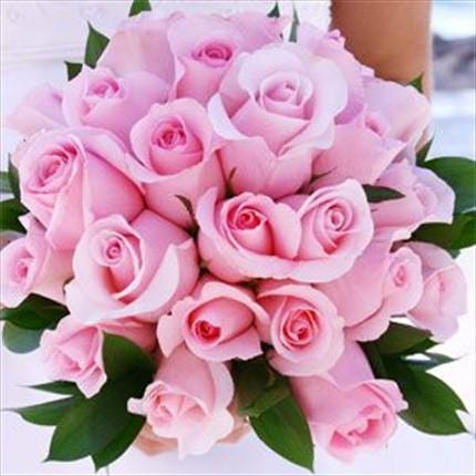 25 adet pembe güllerden hazırlanmış buket