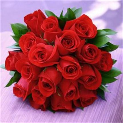 19 adet kırmızı güllerden hazırlanmış buket