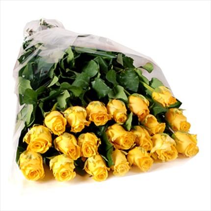 21 adet özel uzun boylu sarı güllerden hazırlanmış buket
