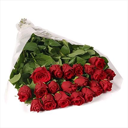 21 adet özel uzun boylu kırmızı güllerden hazırlanmış buket