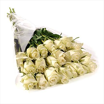 21 adet özel uzun boylu beyaz güllerden hazırlanmış buket