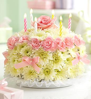 Doğum gününe özel tasarlanmış pembe güller ve kırçiçekleri