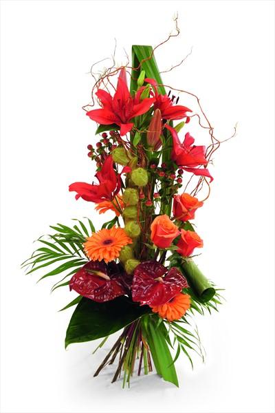 Mevsim çiçeklerinden hazırlanmış boylu buket