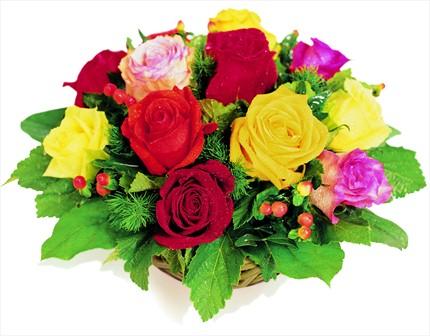 Renkli güllerden sepet aranjman