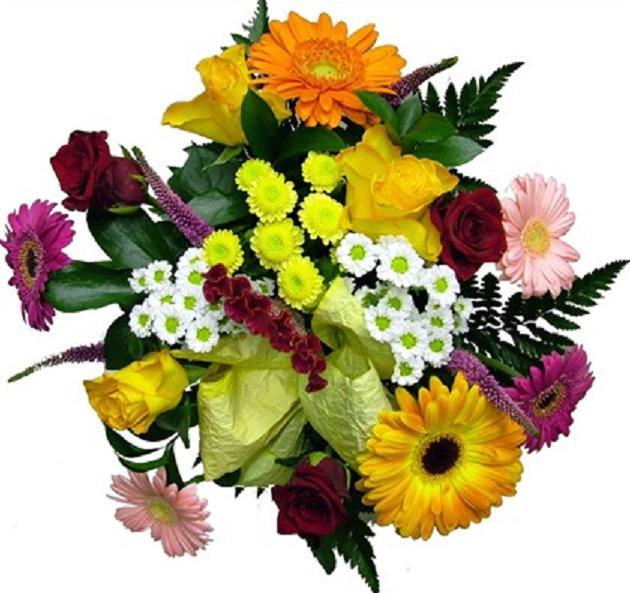Güller ve mevsim çiçeklerinden hazırlanmış buket