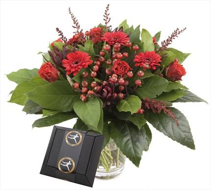Kırmızı mevsim çiçeklerinden aranjman