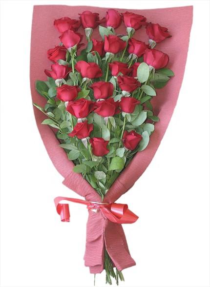 24 adet kırmızı güllerden hazırlanmış buket