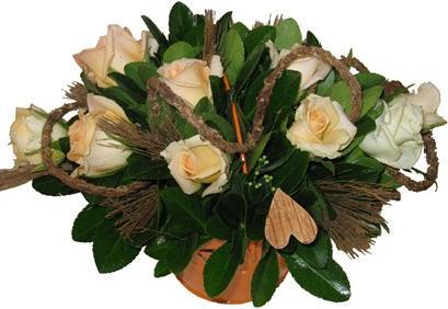 Somon güllerle hazırlanmış aranjman