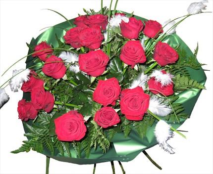 Kırmızı güllerle hazırlanmış özel buket