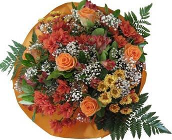 Mevsim çiçekleriden hazırlanmış buket