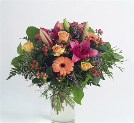 Mevsim çiçeklerinden aranjman