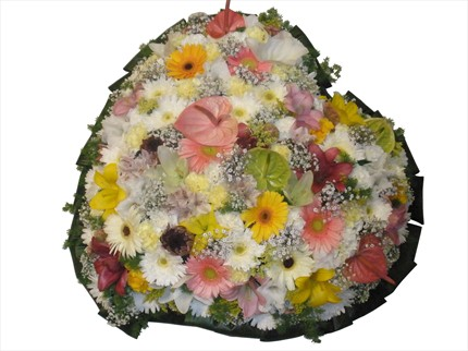 Kalp şeklinde cenaze çiçeği