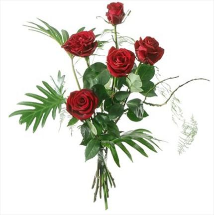5 adet kırmızı güllerden hazırlanmış buket