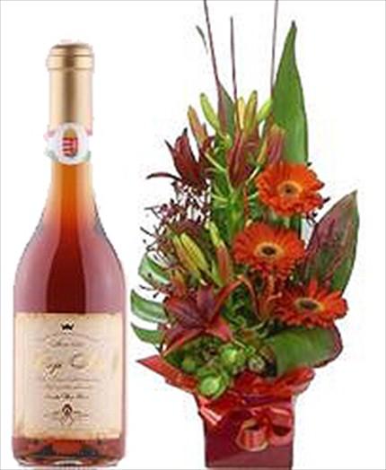 Özel dekore edilmiş aranjman ve şarap