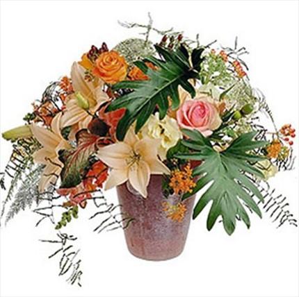 Güller&lilyumlardan hazırlanmış aranjman