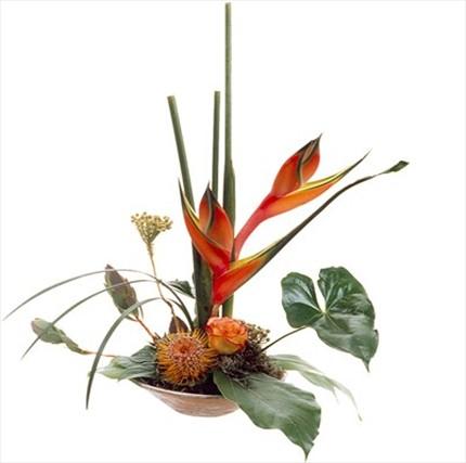Kesme çiçeklerden hazırlanmış aranjman