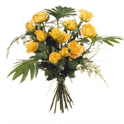 12 adet sarı güllerden hazırlanmış şık buket