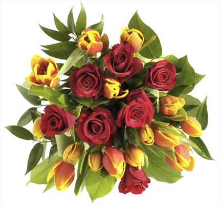 Lale ve güllerden muhteşem bir buket