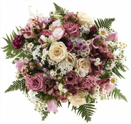 Güller ve mevsim çiçeklerinden hazırlanmış şık buket