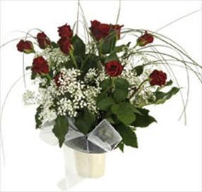 Kırmızı güllerden aranjman