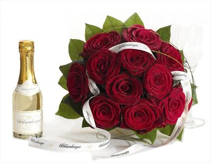 Harika kırmızı gül buketi ve yanında Schlumberger Köpüren şarap.Kadehler dahil değildir