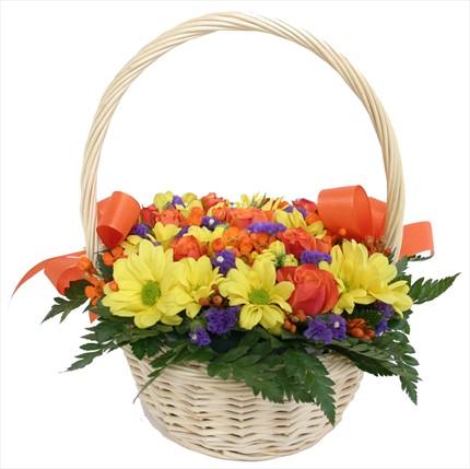 Mevsim çiçeklerinden sepet aranjmanı