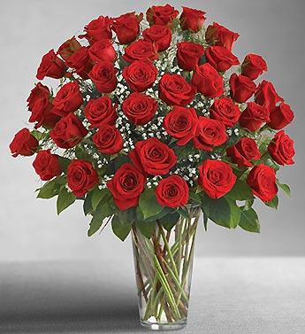Cam vazo içerisine 41 adet kırmızı gülden hazırlanmış özel tasarım