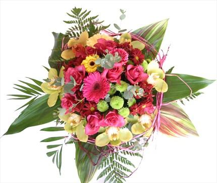 Mevsim çiçeklerinden hazırlanmış özel buket