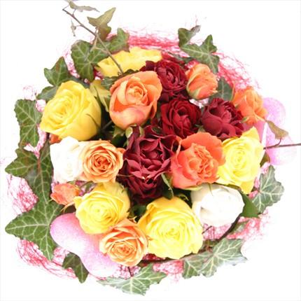 Renkli güllerle hazırlanmış buket