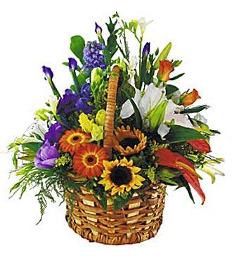 Sepette rengarenk çiçek aranjmanı