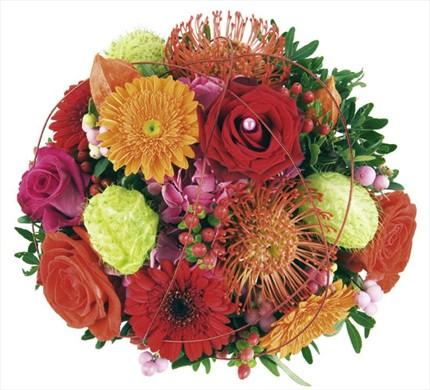 Renkli mevsim çiçeklerinden hazırlanmış buket